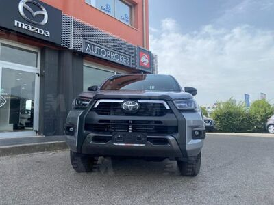 Toyota Hilux Pick-up 2.8 D A/T 4WD porte Double Cab Invincible nuovo